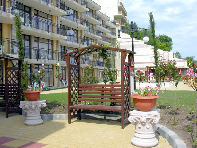 Bulgarian Property Complexes Houses Hotels Resell
